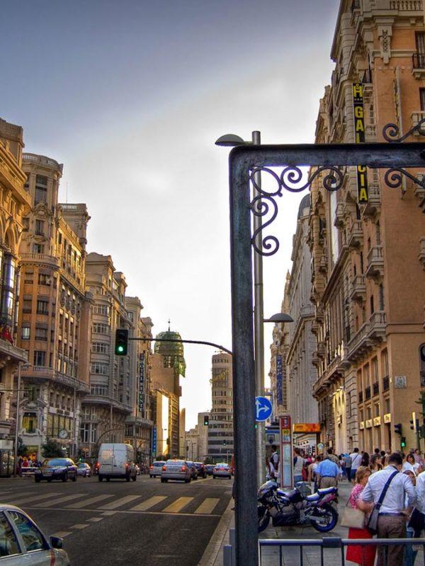 Достопримечательности Мадрида: Улица Гран-Виа