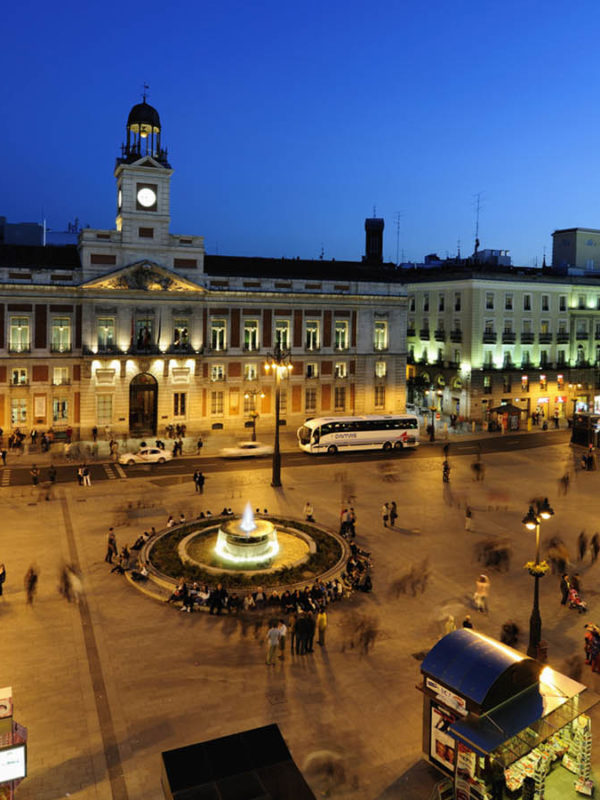 Достопримечательности Мадрида: Площадь Пуэрта-дель-Соль